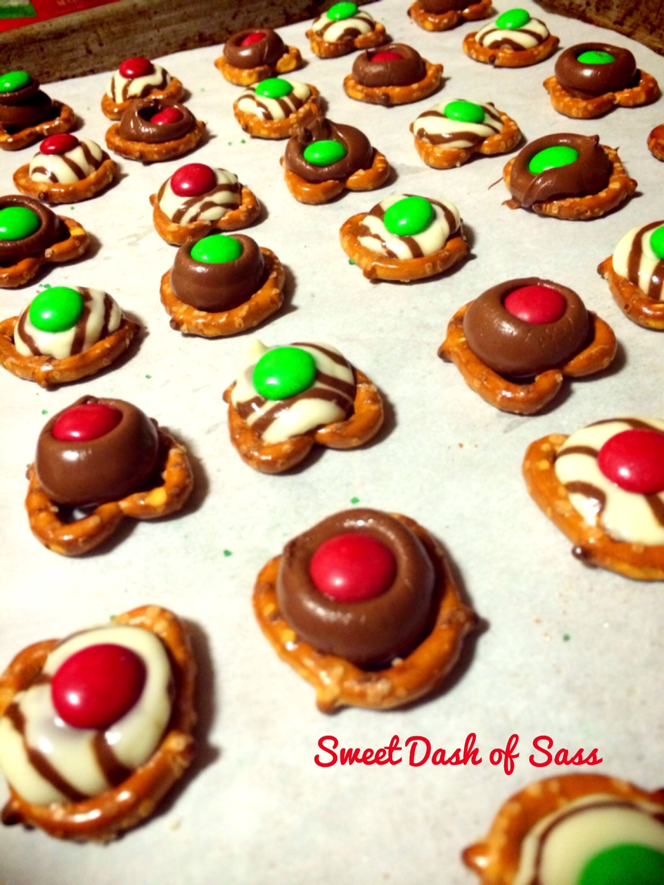 Chocolate Pretzel Bites - www.SweetDashofSass.com = 25 Days of Christmas - Cookie Style