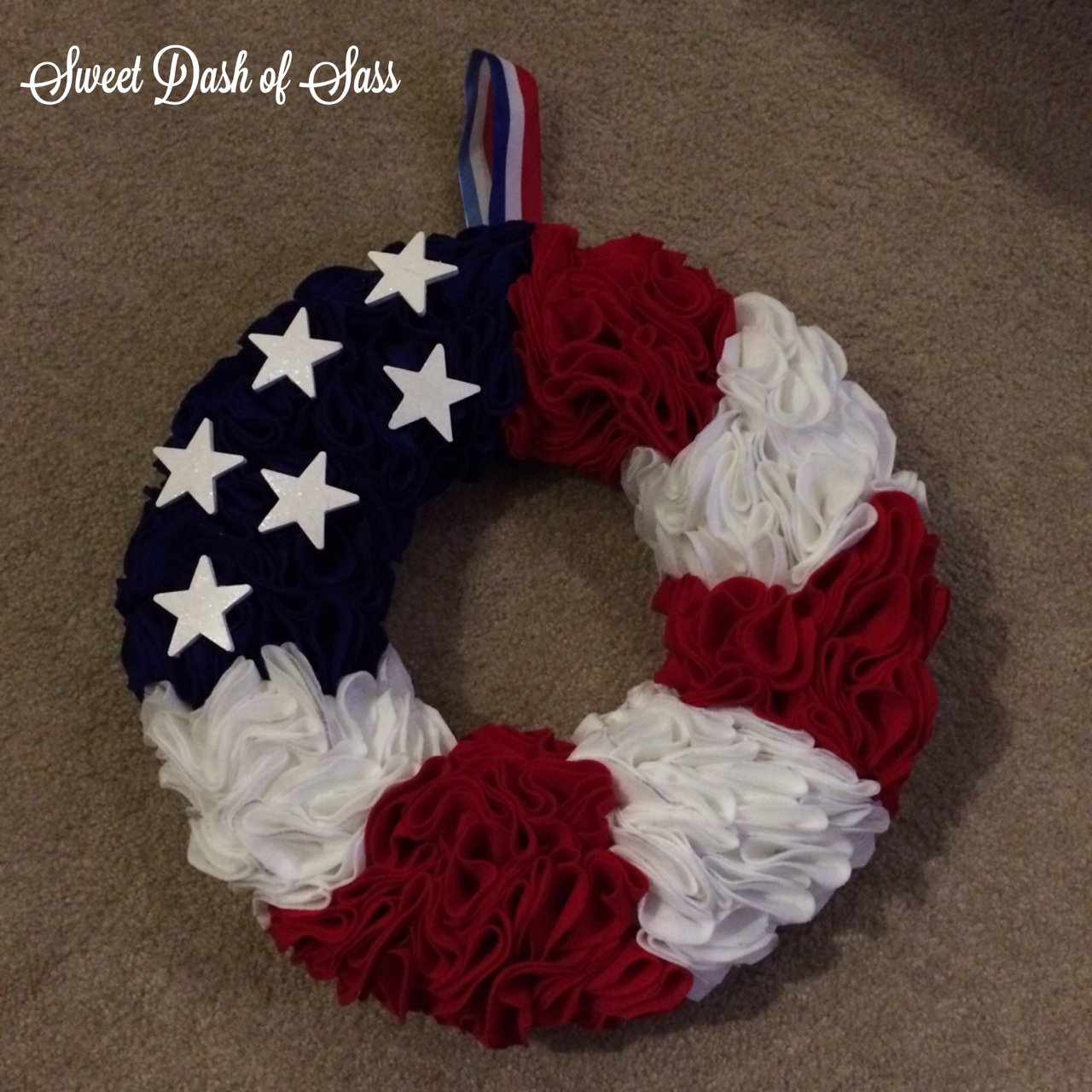 Felt Flag Wreath   Super Easy   Www.SweetDashofSass.com